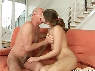 Teen whore asks her man to stick his thick man meat in her mouth