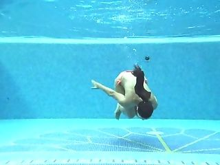 Torrid nympho with lovely smooth ass is so into underwater stripping