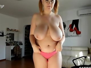 Sophisticated Curvy Slut Has Fun With Herself