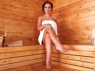 Sexy PAWG Jamie T loves to show off her shaved pussy in the sauna