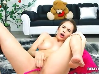 Teen Playing With Wet Twat And Fingering
