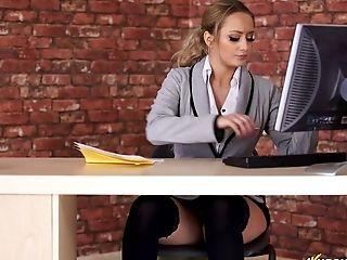 That short pencil skirt shows off the shape of Rachel's butt