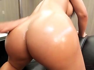 Shemale Bruna Butterfly Takes a Huge dick in her ass