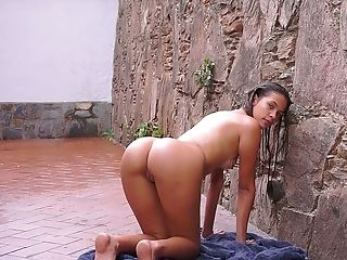 Great solo performance of sexy tanned babe Kiara Lorens