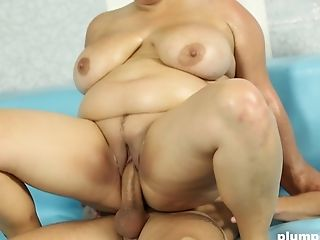 Big natural tits Lenny awarding monster cock with superb blowjob